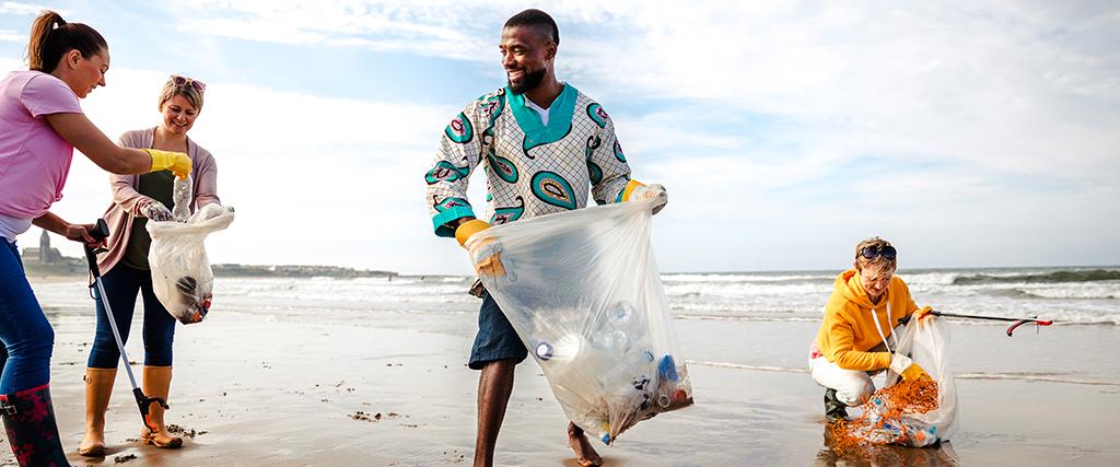 Strand opruimen voor een beter milieu