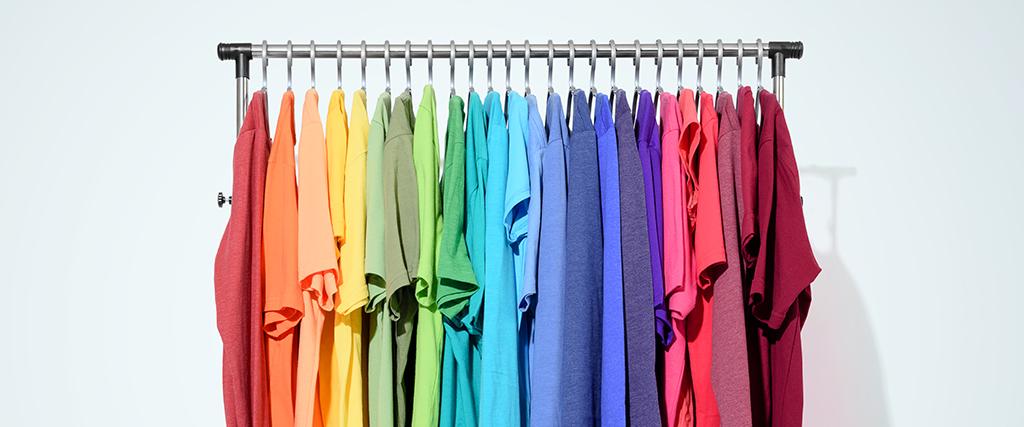 t-shirts aan een rek